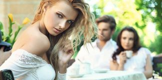 5 Very Common Flirting Signs Between a Guy and a Girl-likelovequotes